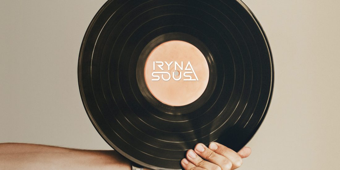 logotipo Iryna Sousa
